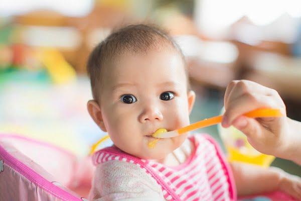 Thìa ăn dặm cho bé sử dụng chất liệu cao cấp, mềm dai