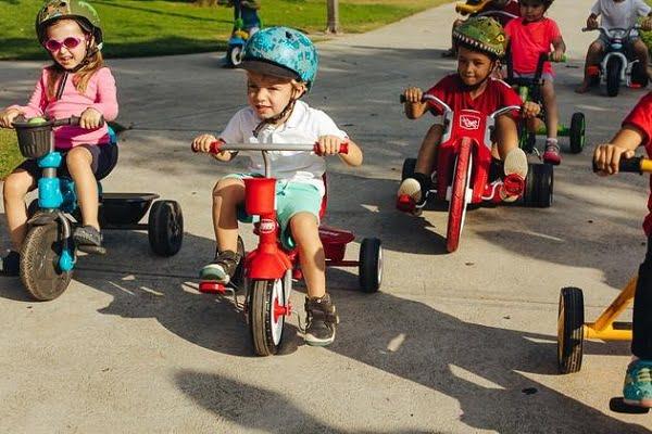 Xe đẩy 3 bánh giúp bé yêu thỏa sức vui chơi và hình thành tính tự lập