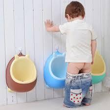 bé tự đi vệ sinh